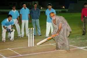 morari bapu playing cricket