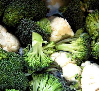 हरी सब्जियां खाएं, केंसर को भूल जायें !